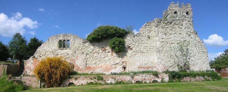 Wallingford Castle ruins from http://upload.wikimedia.org/wikipedia/commons/8/8a/Wallingford_castle_ruins.jpg